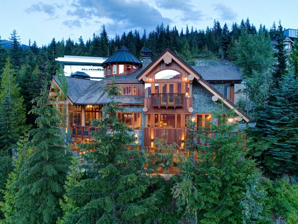 Drone photo of the MountainSky home, in the forest.